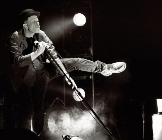 Tom Waits Kimdir?